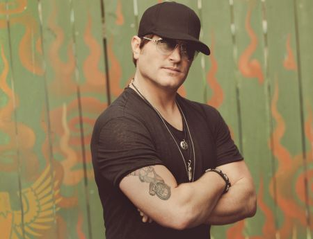 Jerrod Niemann - Approved Photo 1.jpg